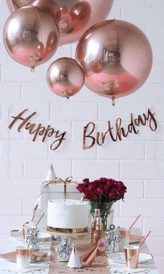 Decoração de festa com balões rose gold