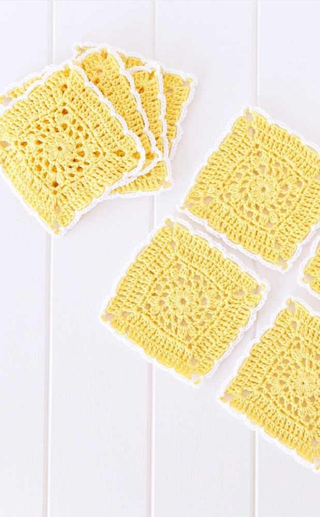 Guardanapo de crochê amarelo e branco