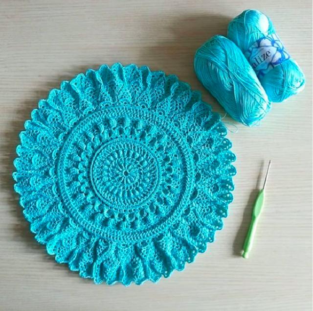 Guardanapo de crochê azul claro