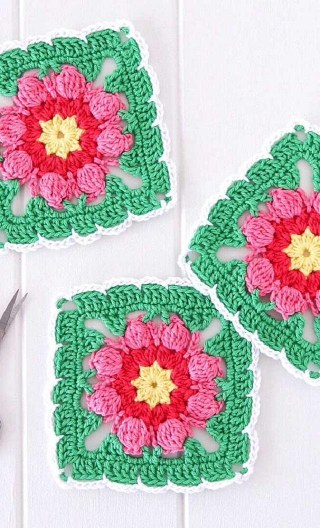Guardanapo de crochê com flor