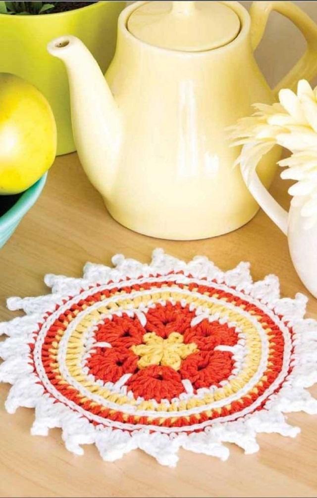 Guardanapo de crochê redondo e com flores