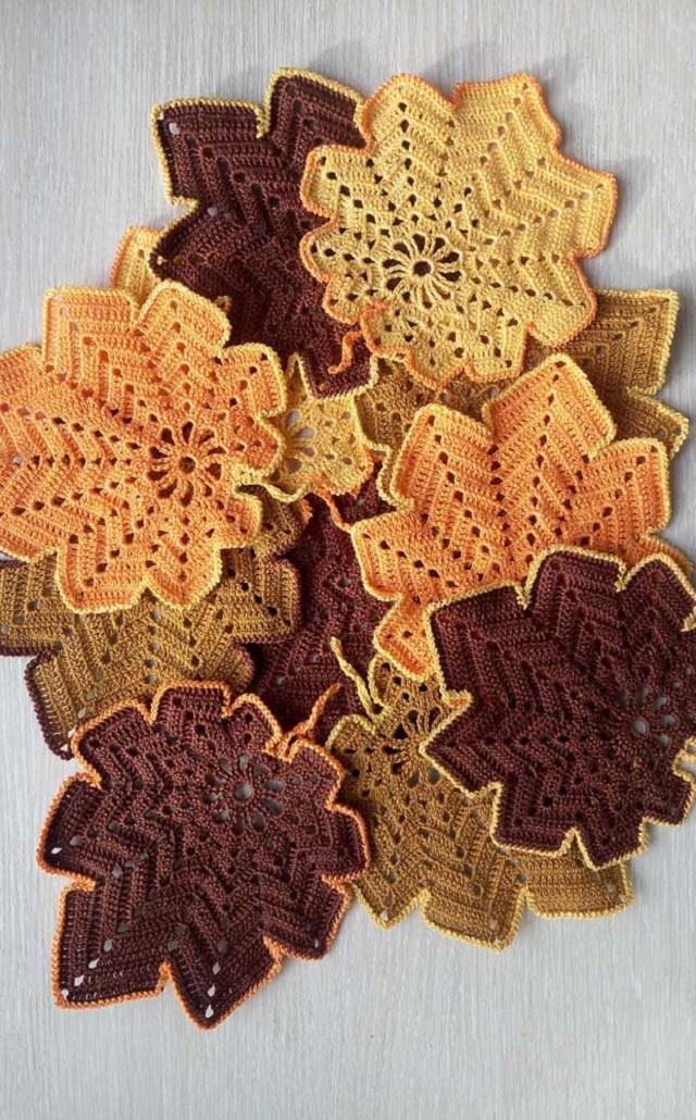 Guardanapo de crochê em formato de folhas
