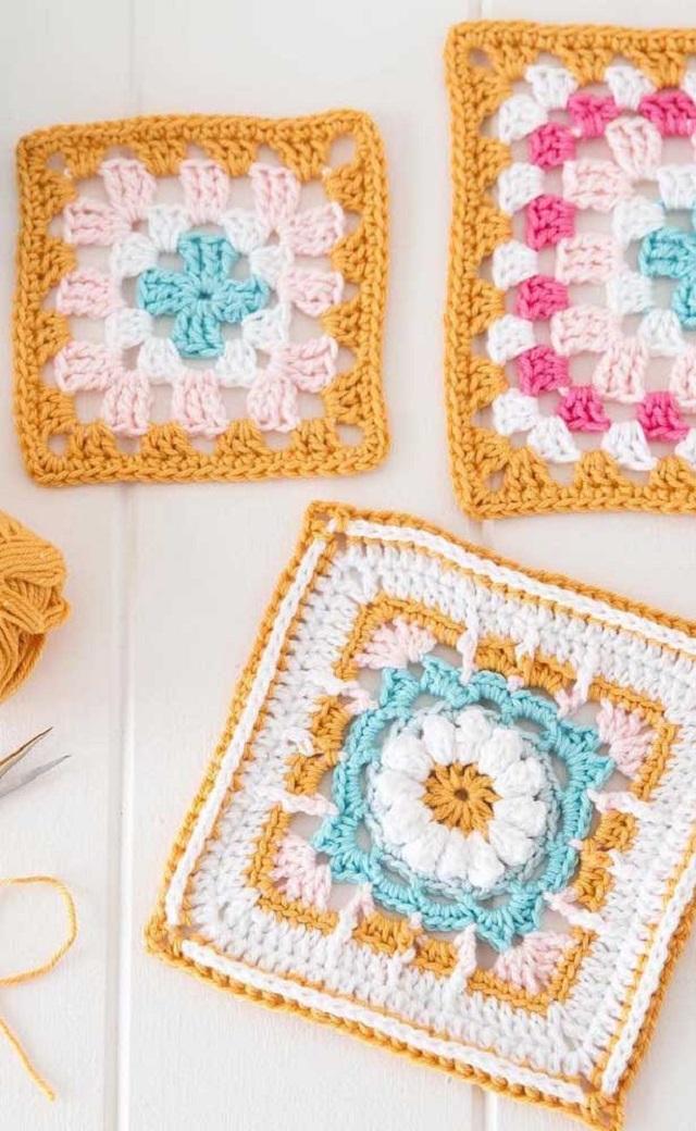 Guardanapo de crochê quadrado colorido