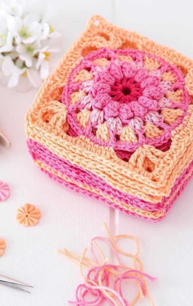 Guardanapo de crochê quadrado e colorido