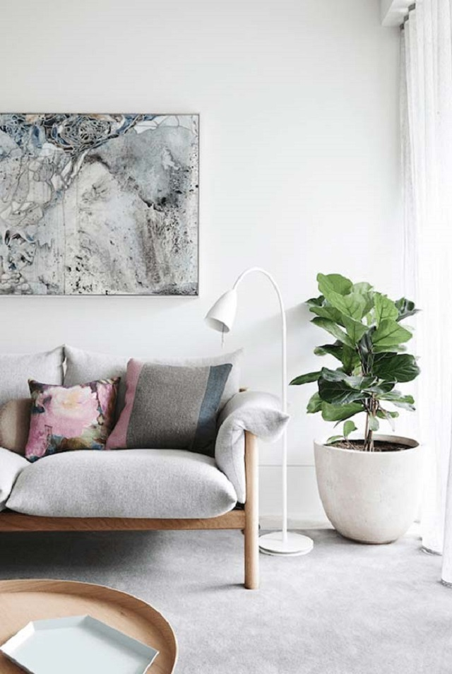 Sala com vaso de plantas