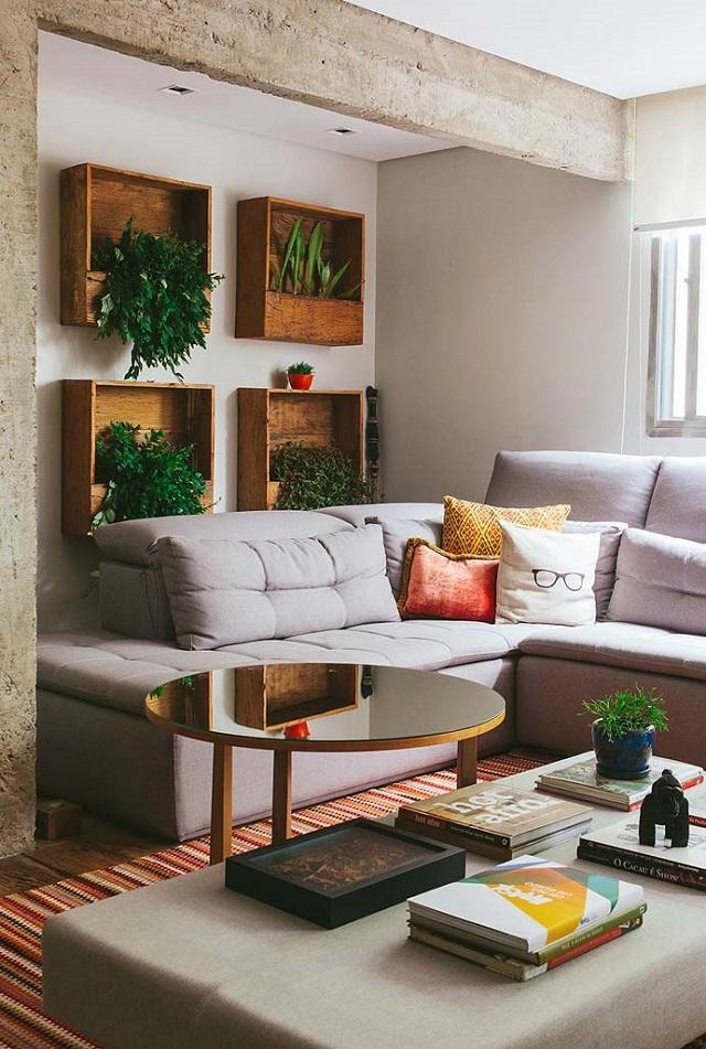 Sala com plantas na parede