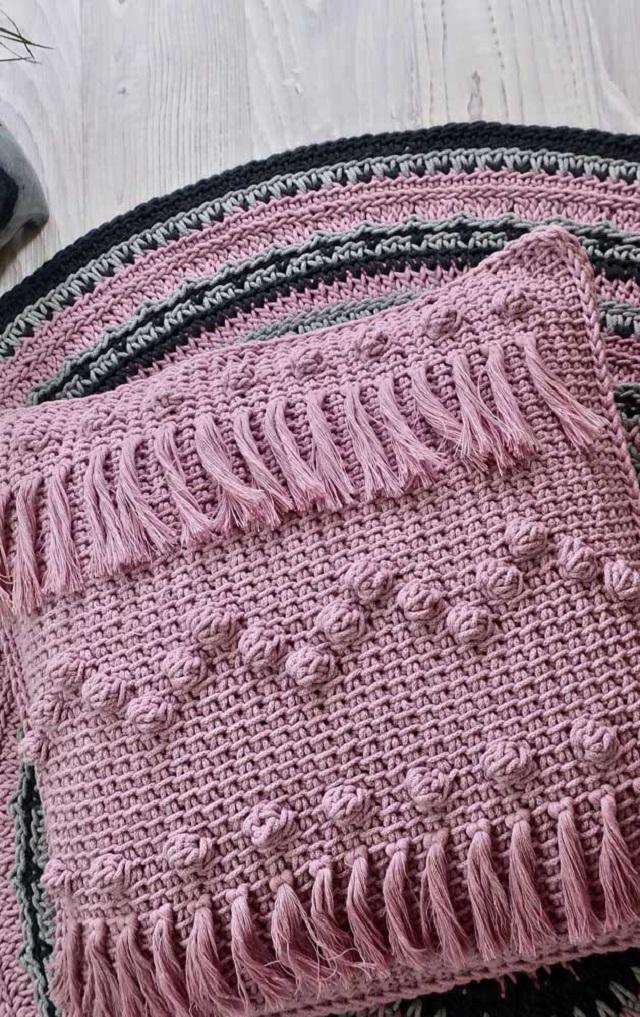 Capa de almofada de crochê tunisiano rosa claro