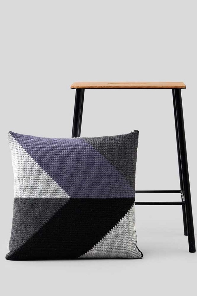 Capa de almofada de crochê geométrica