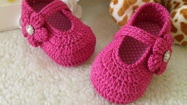 Sapatinhos de bebê de crochê tunisiano