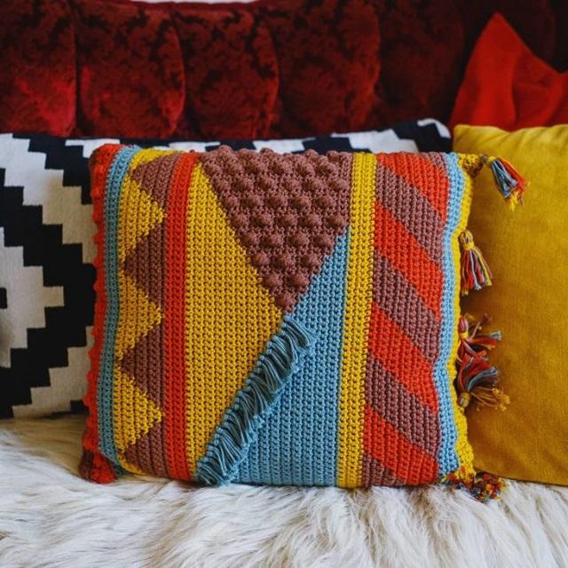 Capa de almofada de crochê tunisiano