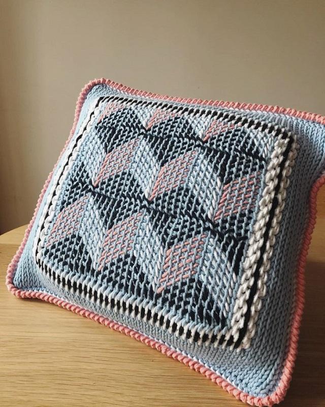 Capa de almofada de crochê tunisiano geométrica