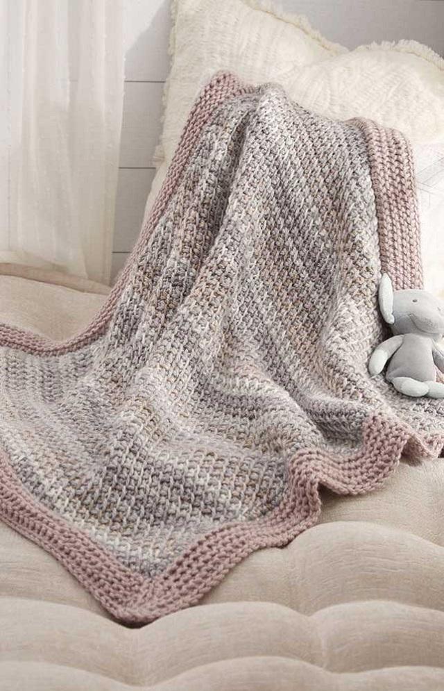 Manta feita de crochê tunisiano