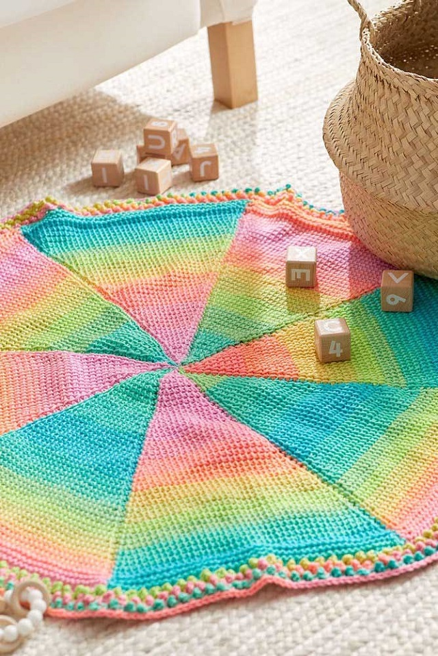 Tapete colorido de crochê tunisiano