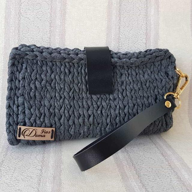 Bolsa de mão de crochê tunisiano