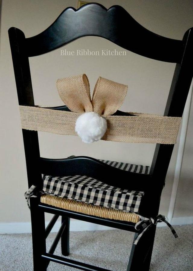 Cadeira com decoração de Páscoa
