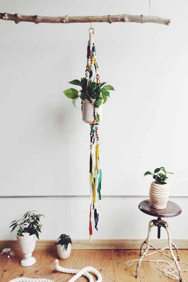 Suporte para plantas de macramê colorido