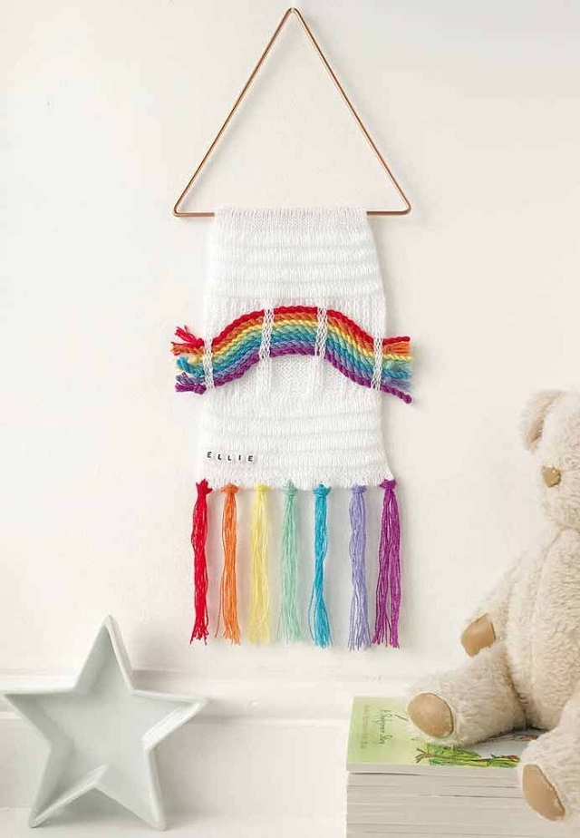 Painel de macramê arco-íris