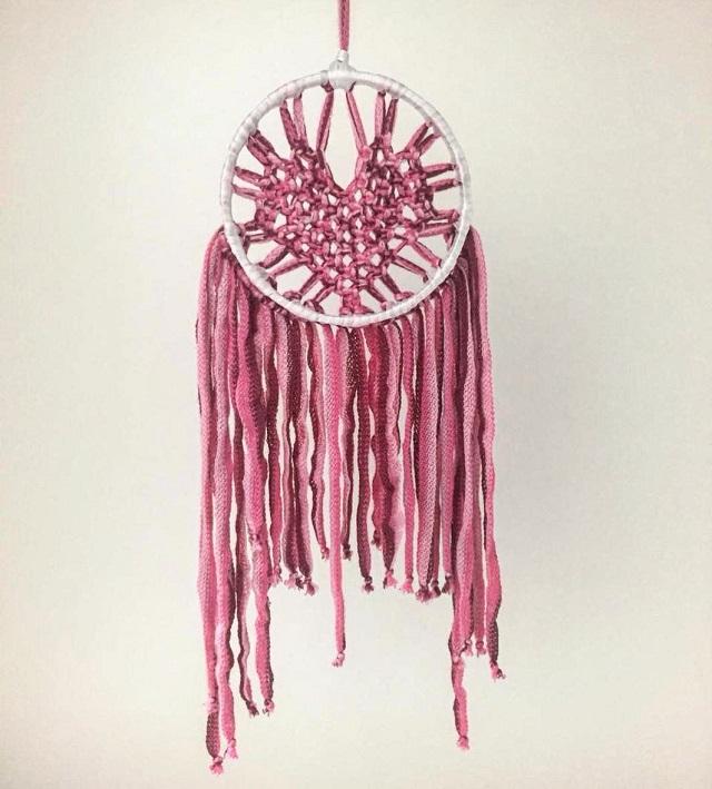 Filtro dos sonhos de macramê rosa