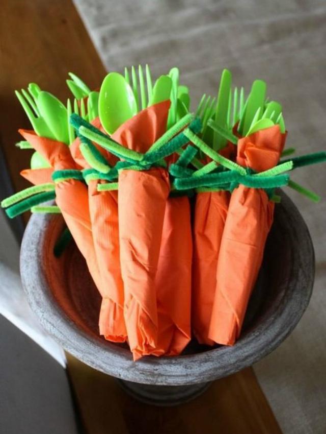 Talheres e guardanapo de cenoura