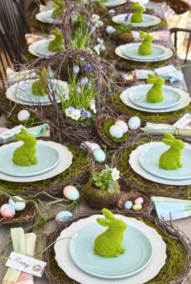 Mesa de Páscoa com coelhos verdes