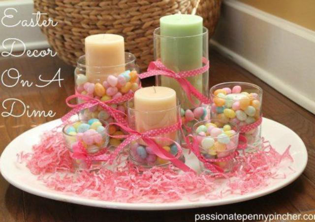 Enfeite de com velas e ovinhos