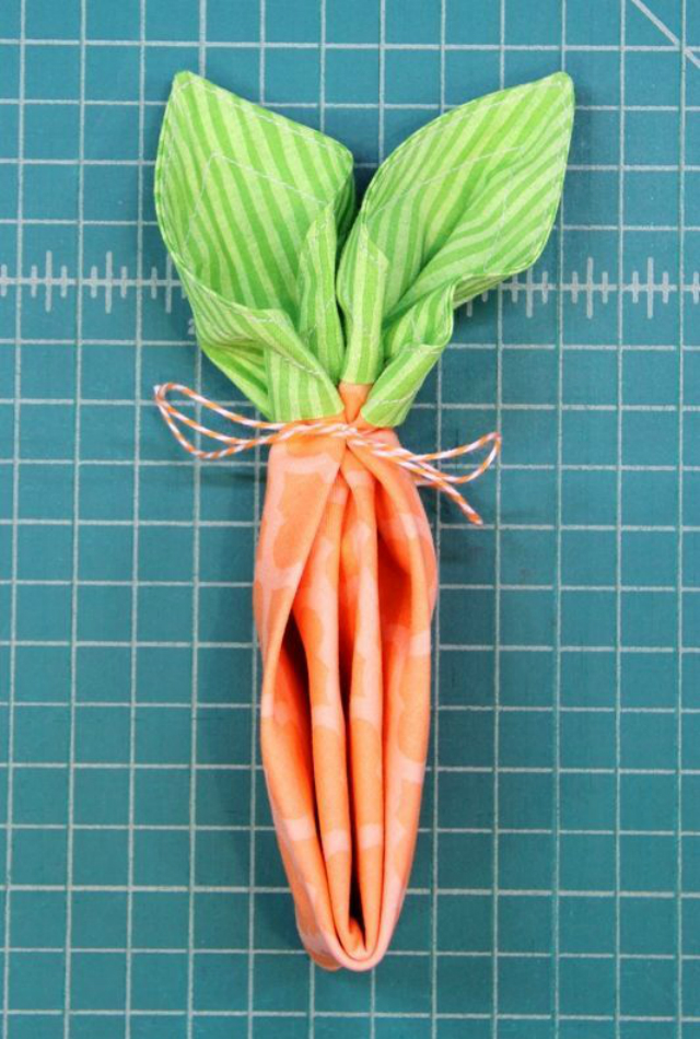 Guardanapo em formato de cenoura