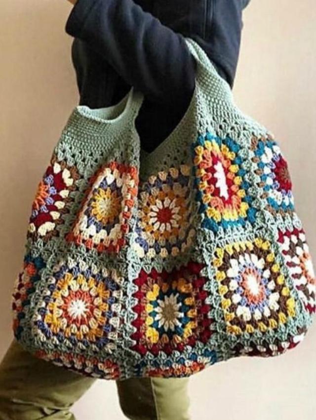 Bolsa com quadrado de crochê