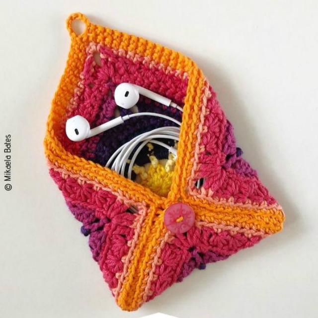 Bolsinha com quadrado de crochê