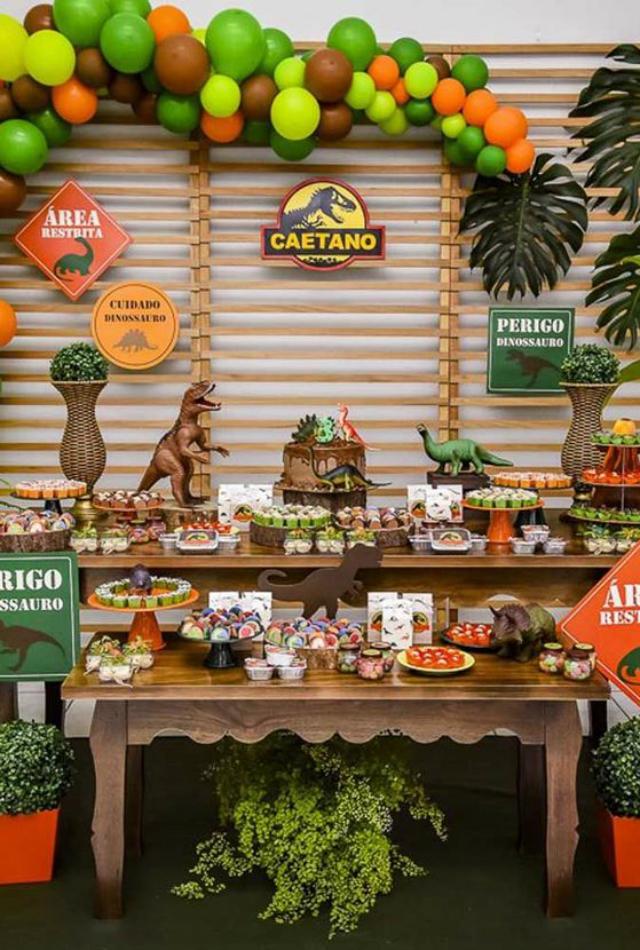 Mesa de doces festa dinossauros