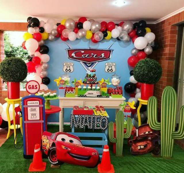 Decoração de festa com tema Carros