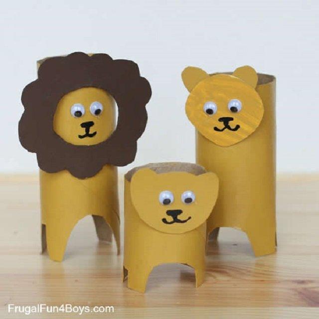 Leões de rolo de papel higiênico