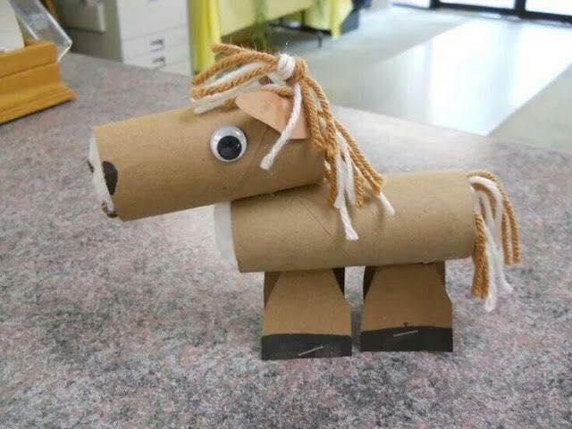 Cavalo de rolo de papel higiênico