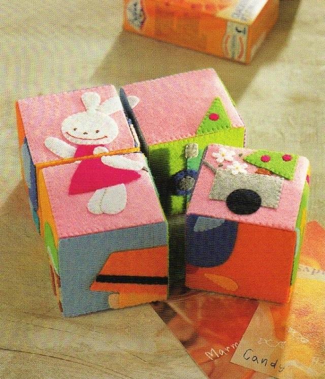 Quebra-cabeça em cubos de feltro