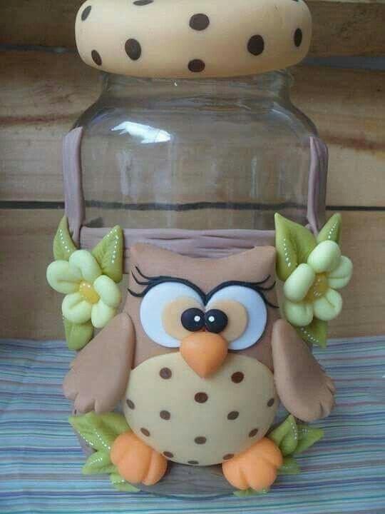 Pote decorado com coruja de biscuit