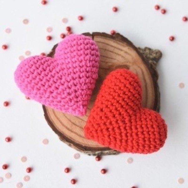 Corações de amigurumi