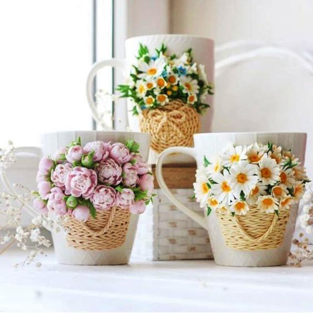 Canecas com biscuit de flores