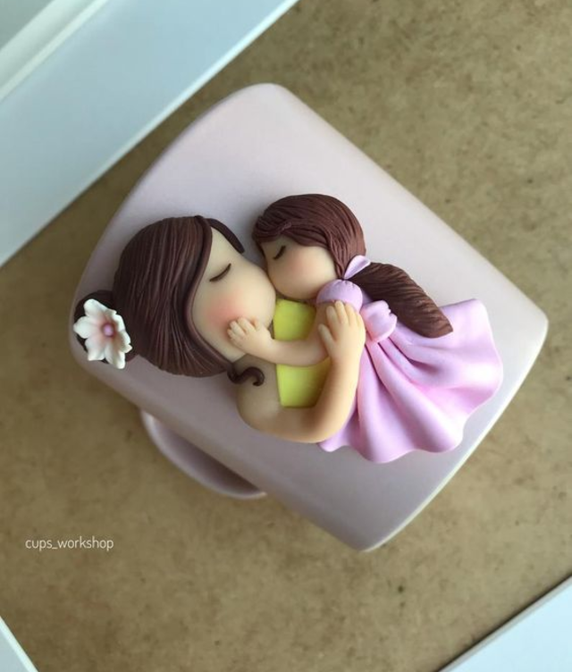 Caneca com biscuit mãe e filha