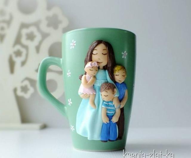 Caneca com biscuit mãe e filhos