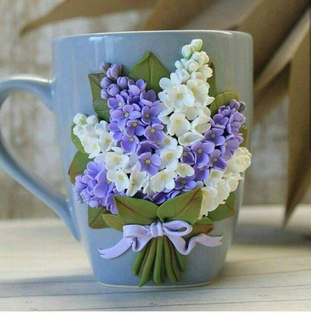 Caneca com biscuit de flores
