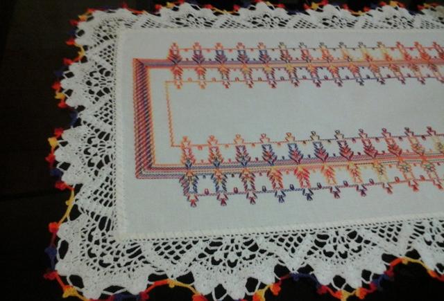 Toalha de mesa com bordado vagonite
