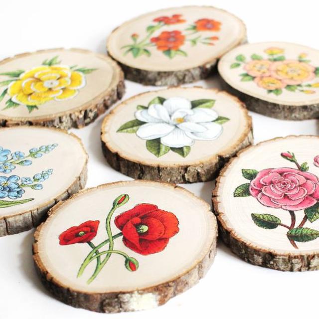 Quadrinhos de madeira com flores