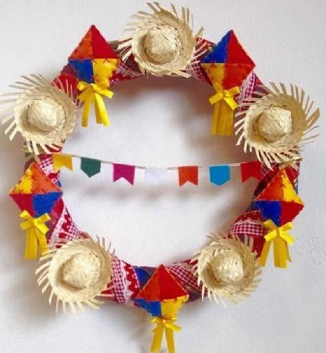Guirlanda para festa junina com chapéu de palha