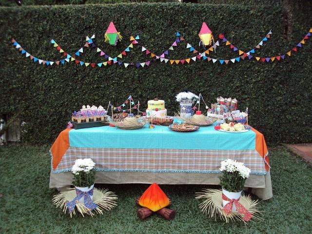Mesa de doces de festa junina