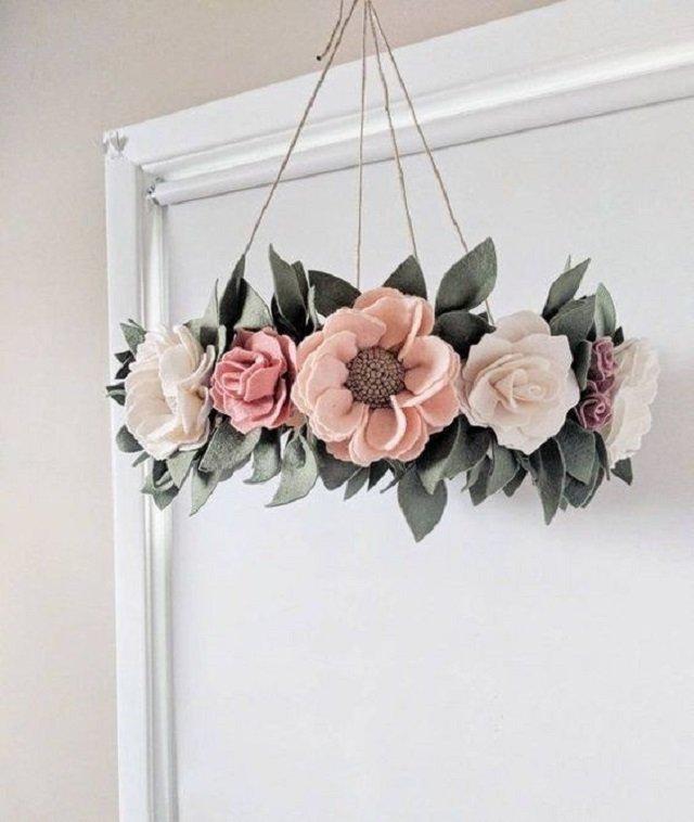 Enfeite com flores de feltro
