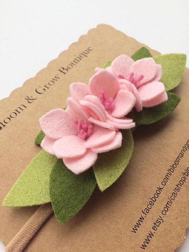 Convite com flores de feltro