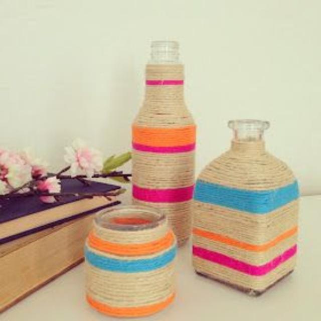 Garrafas decoradas com barbante colorido