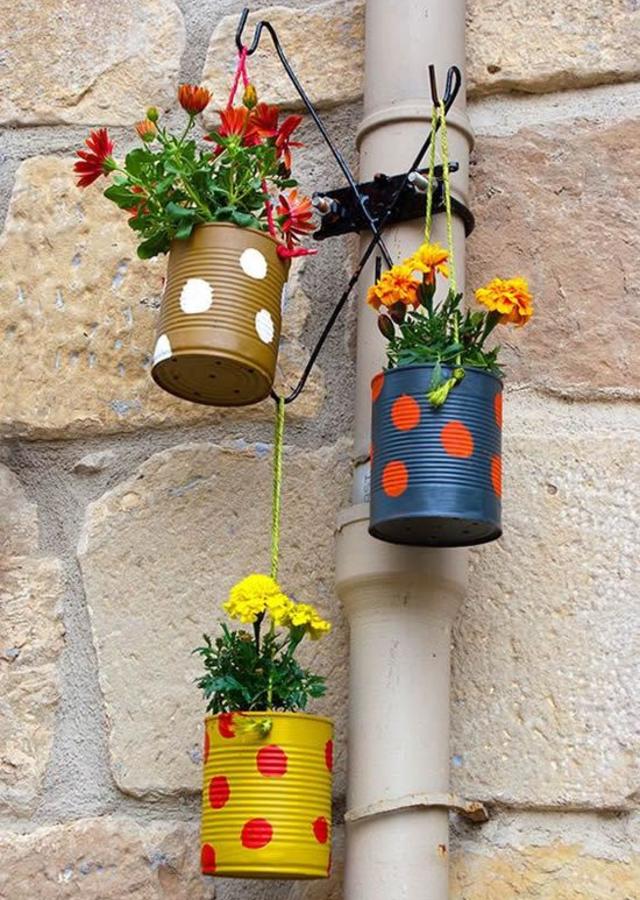 Vasos de planta feitos de lata