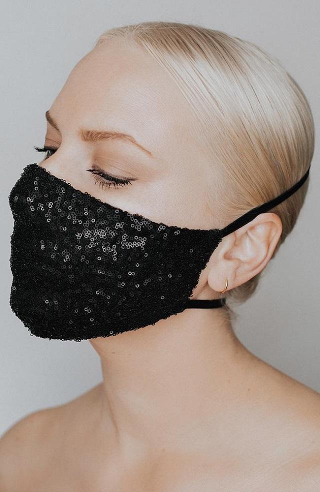 Máscara de proteção customizada com paetê