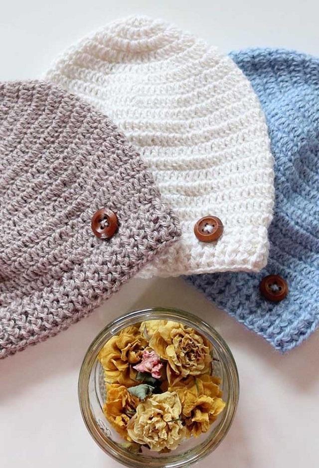 Toucas de crochê com botão