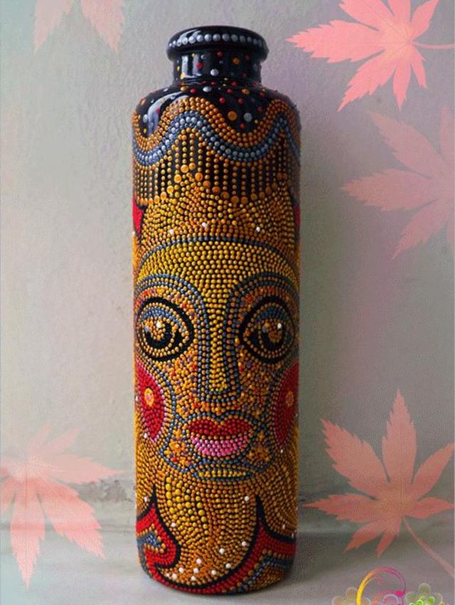 Garrafa decorada com pontilhismo